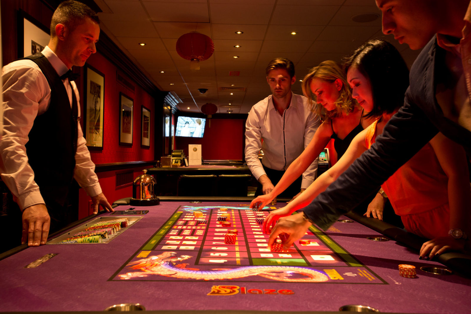 Best deals and promotions are offered in gambling sites do attract players